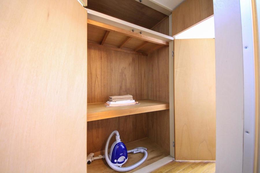 キッチン横には天井まであるクローゼットが完備