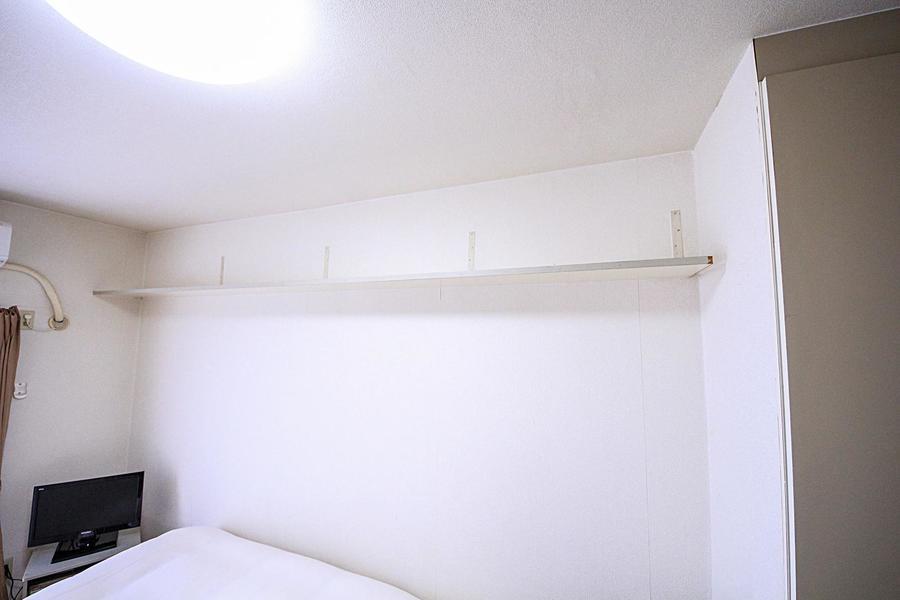 備え付けの棚で見せる収納を。センスが光ります