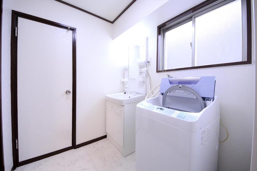 洗面台はシャンプードレッサータイプ。毎朝の身だしなみの強い味方です!