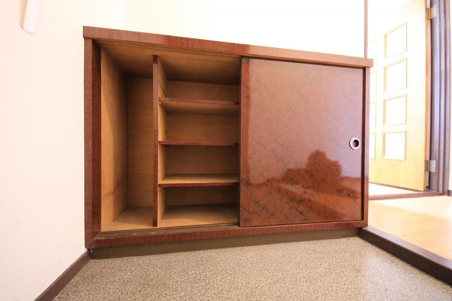 玄関には大きめのシューズボックスを完備