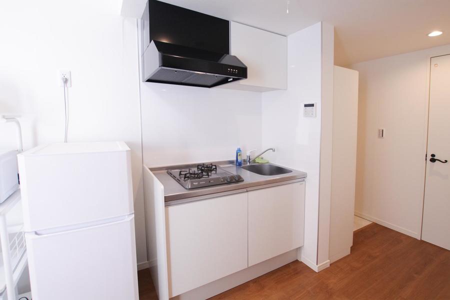 コンパクトながら使いやすいキッチン。充実の2口ガスコンロです