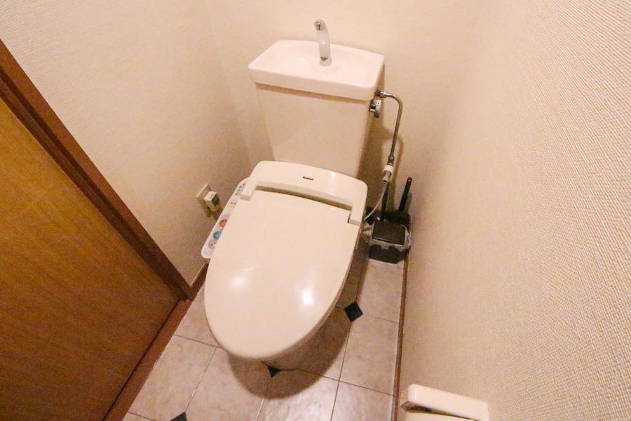 衛生面でも安心のセパレート式シャワートイレタイプ