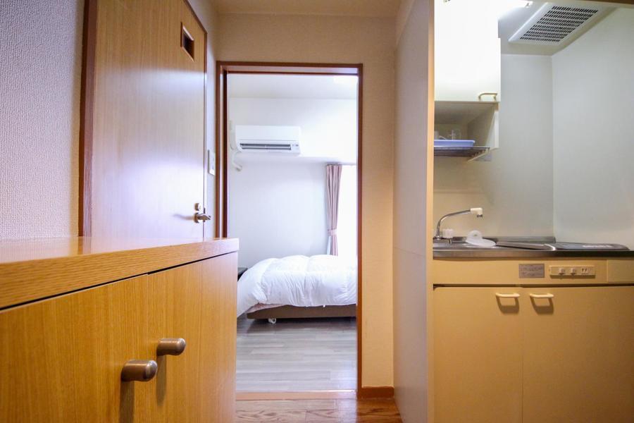 室内と廊下の間にはスライド型の仕切り扉。急な来客にも役立ちます