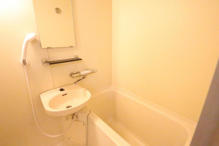 清潔感ある、ゆったりくつろげるバスルーム