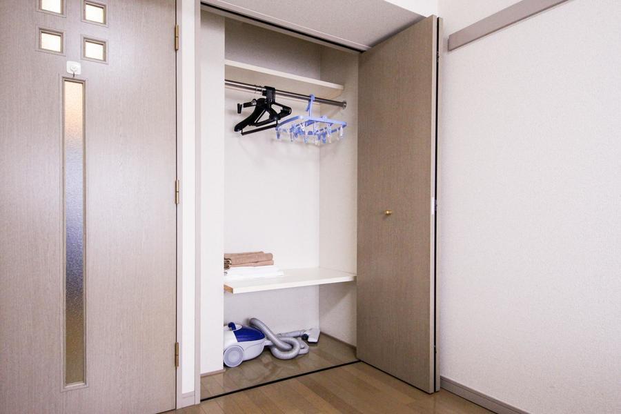 2つの棚で無駄な空間を作らないクローゼット