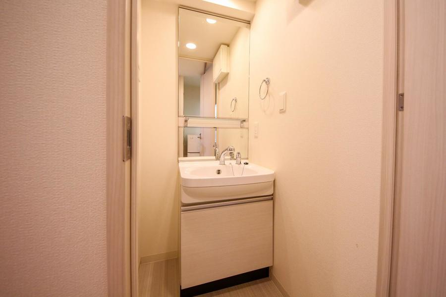 洗面台は日々の身だしなみに欠かせないシャンプードレッサーを採用しています