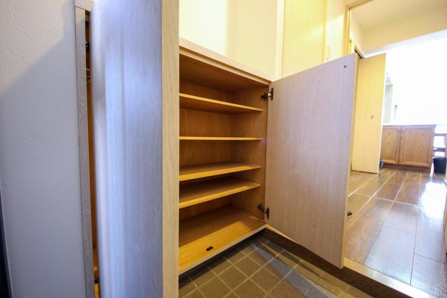 散らかりがちな玄関に必須なシューズボックス