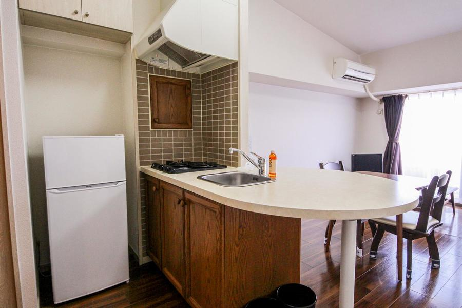 あたたかみのあるカントリー調のキッチン。お料理にも最適な2口ガスコンロ搭載