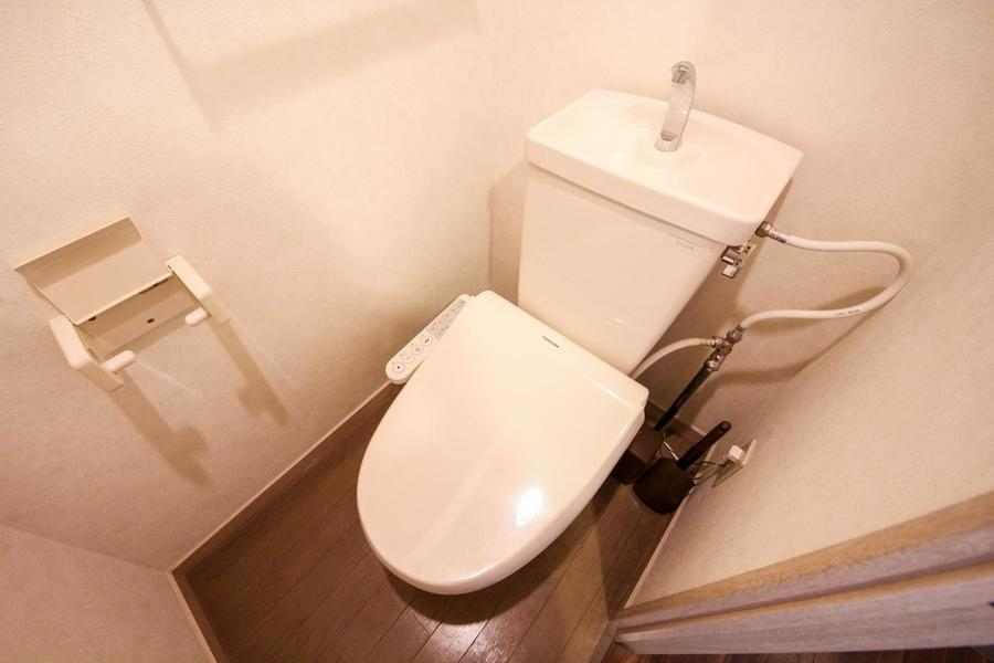 お手洗いは人気のウォッシュレットタイプ