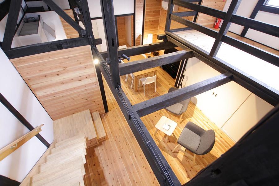 ロフトから見下ろす1階の眺めも格別。ちょっとした非日常空間を味わえます。