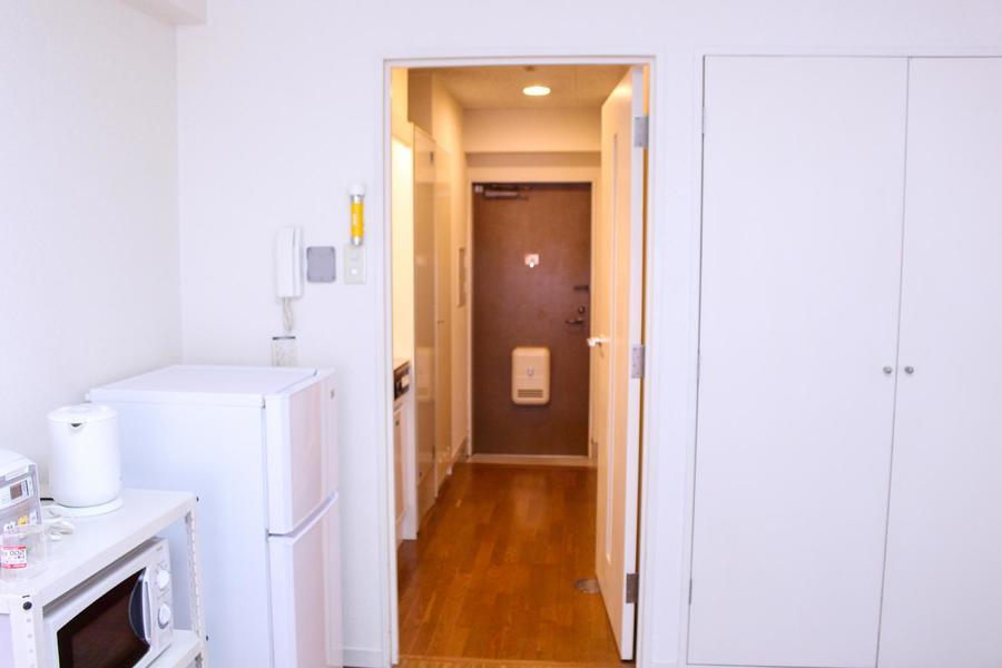 仕切り扉を開けると玄関からお部屋まで一続き。風通しもよくすっきり