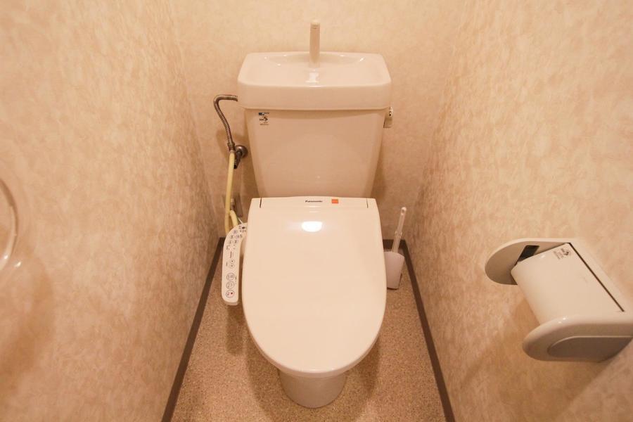 やさしい色合いで落ち着ける雰囲気。清潔感のあるお手洗いです。