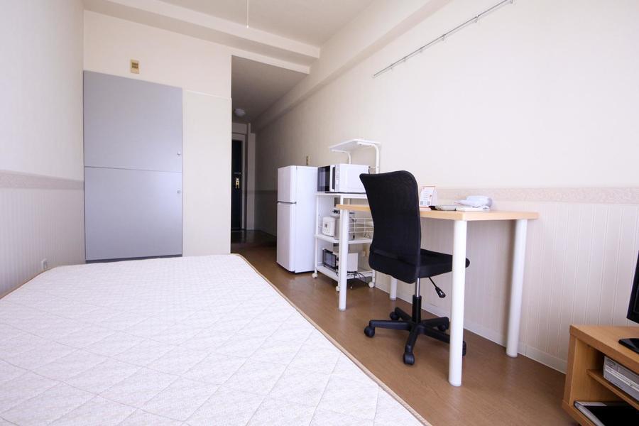 ベッドをはじめとした家具・家電類はすぐにお使いいただけるようセッティング済