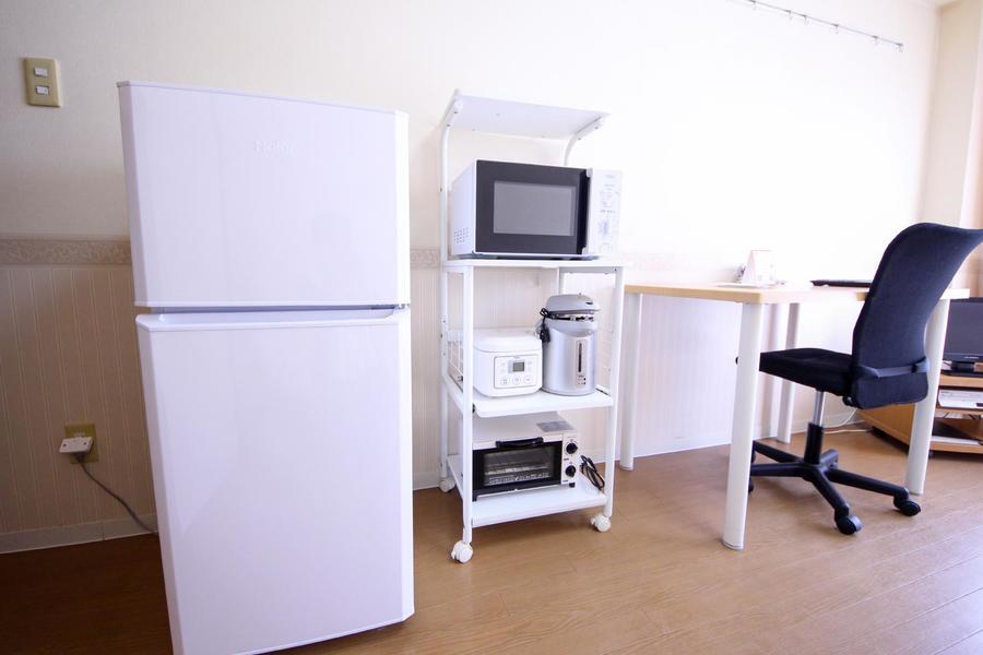 電子レンジなどのキッチン家電は可動式ワゴンにまとめ使いやすさアップ