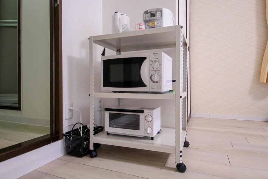 暮らしに欠かせないキッチン家電は移動可能なラックに配置