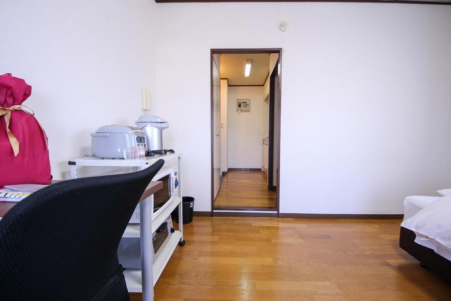 玄関とお部屋の間に扉はなくすっきりとした佇まいに