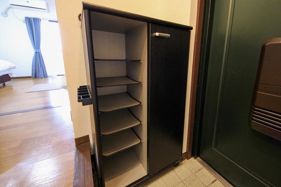 靴箱も設置済み。上には鍵などの小物をおくのもおすすめです