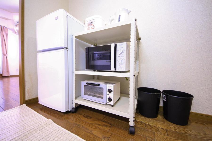 キッチン家電はラックに集約。使いやすい場所に移動できるキャスター付き