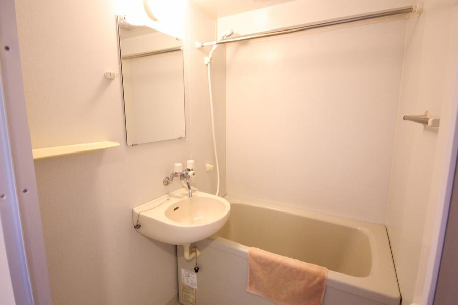 お風呂は浴室乾燥機つき。パッとしないお天気の日もおまかせください!