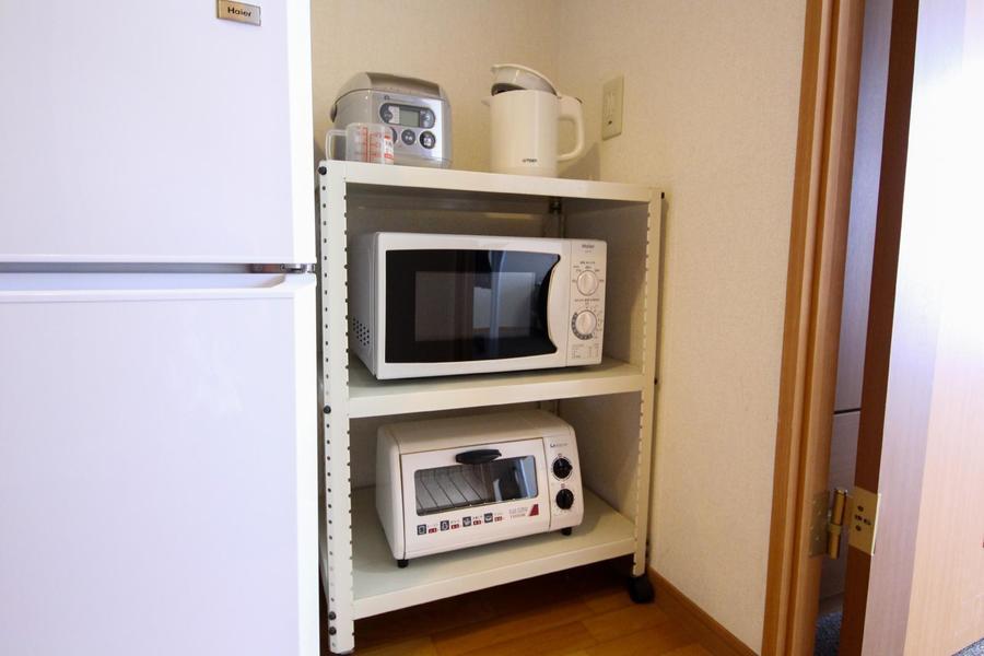 レンジや炊飯器などのキッチン家電はワゴンに集約し、移動可能に