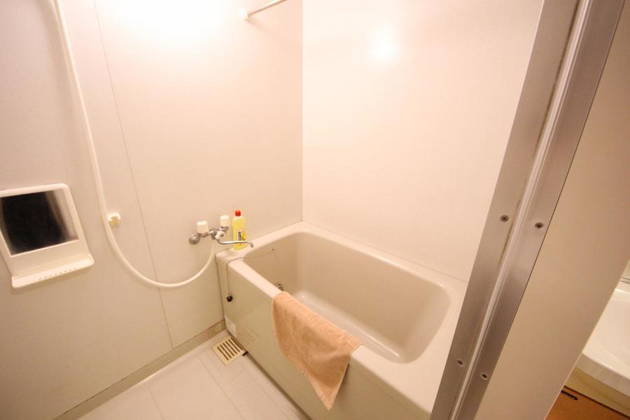 毎日の疲れを癒すバスルーム。便利な浴室乾燥機つきです