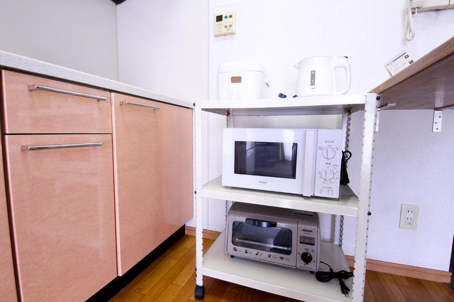 キッチン家電は使いやすくワゴンに集約。好きな場所に移動も可能です