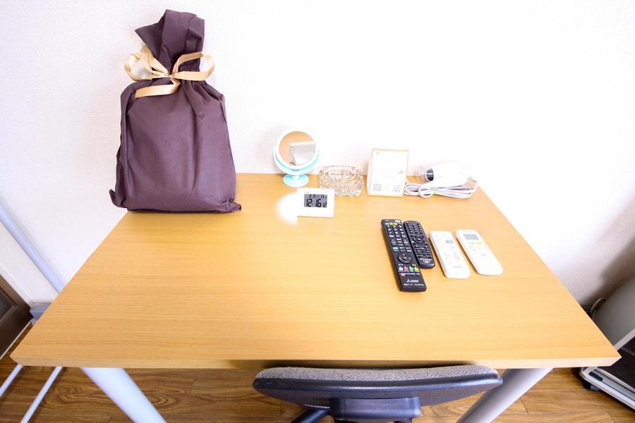 ビジネス、お食事などにお使いいただけるデスクセットをご用意