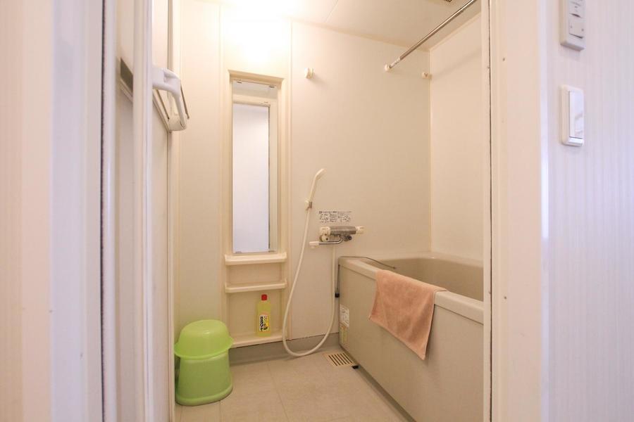 バスルームはゆったり手足をのばしてくつろげる広さです