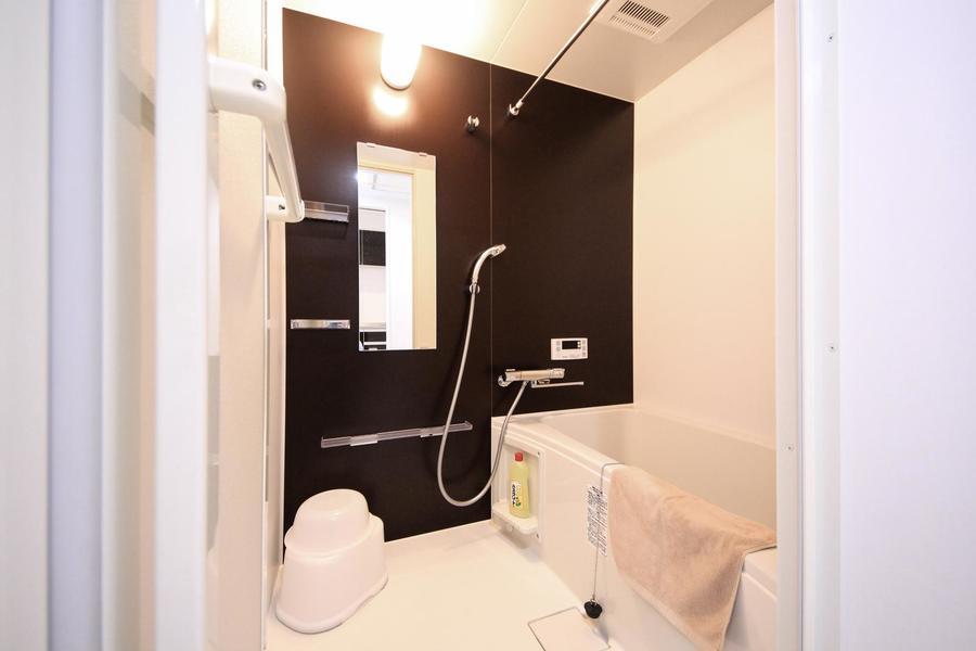 お風呂はゆったり過ごせる広さ。雨の日も安心の浴室乾燥機能付き
