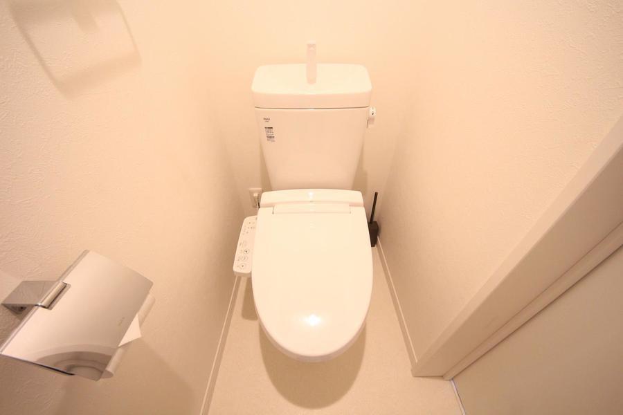 お手洗いはセパレートタイプで衛生面も安心。人気のウォシュレットタイプです