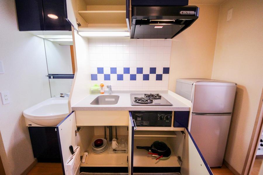収納力も抜群なキッチン。調理器具や食器もご用意してます