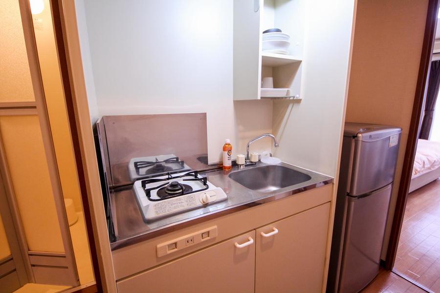 コンパクトにまとめられたキッチン。コンロは便利なガスコンロです