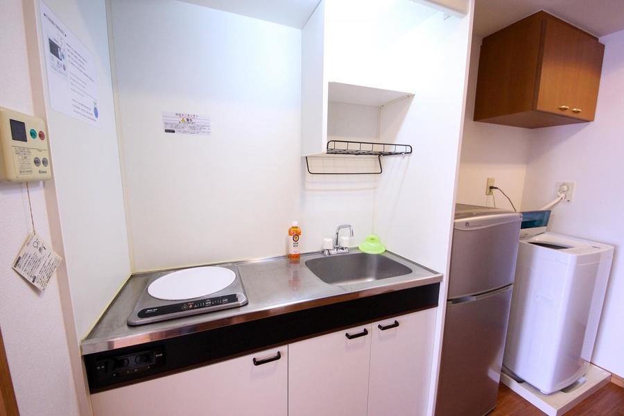 キッチンスペースは広めの作り。火災の少ないIHコンロ搭載です