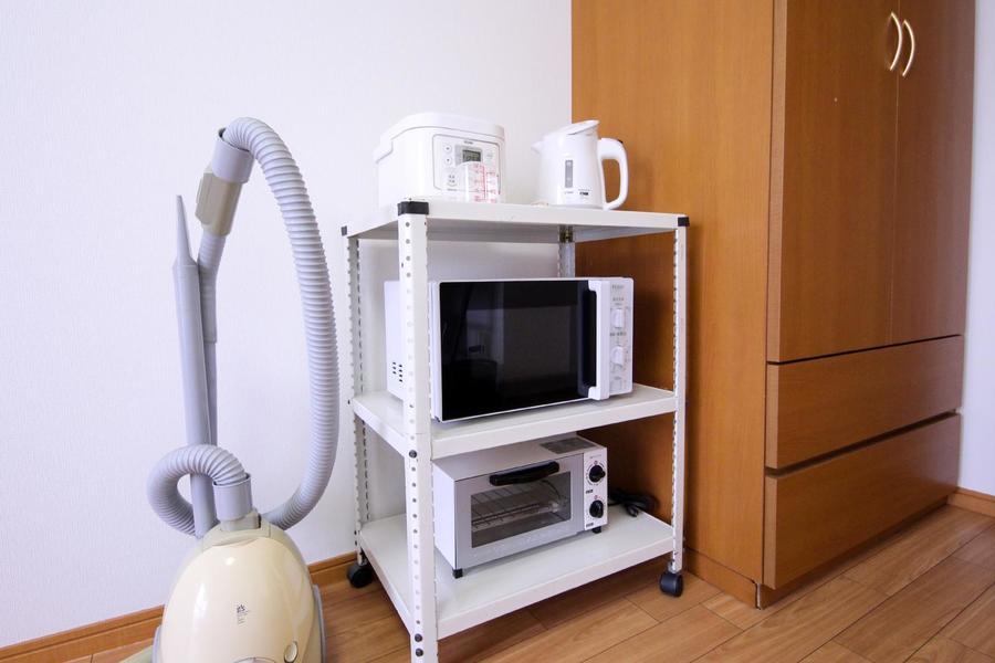 電子レンジなどキッチン家電は稼働ワゴンにひとまとめ