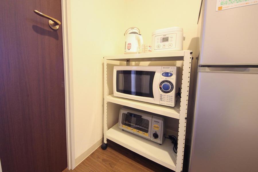 電子レンジ、炊飯器などの家電類はワゴンにまとめ使いやすさアップ