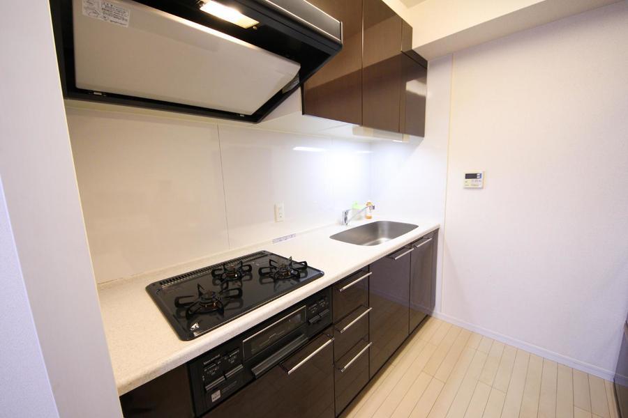 キッチンは広々。お料理も楽しくなる素敵な空間です