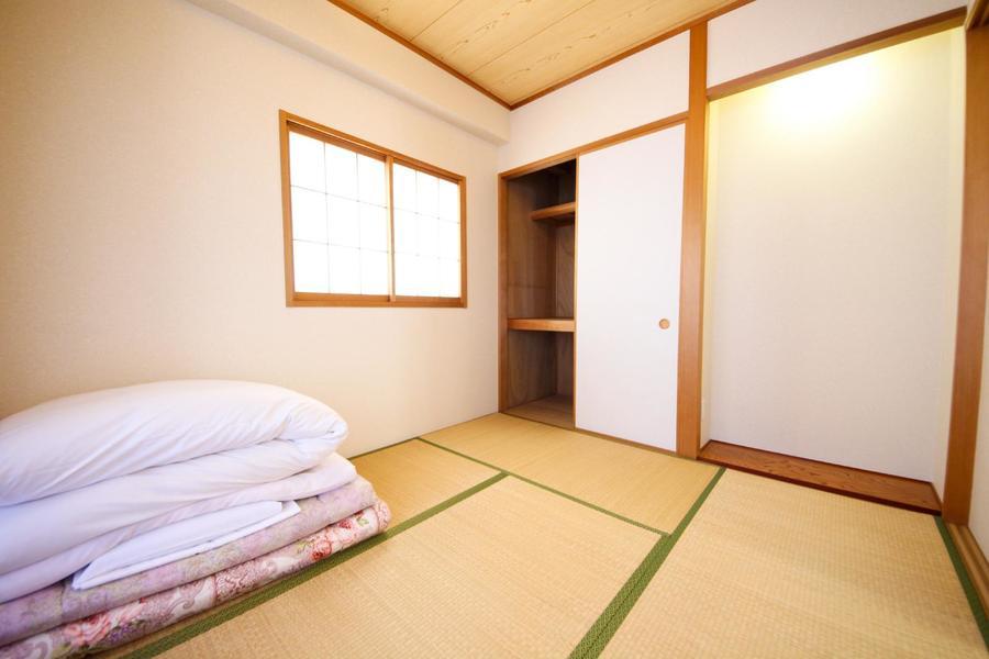 日本情緒あふれる和室。懐かしさも感じさせる畳敷きのお部屋です