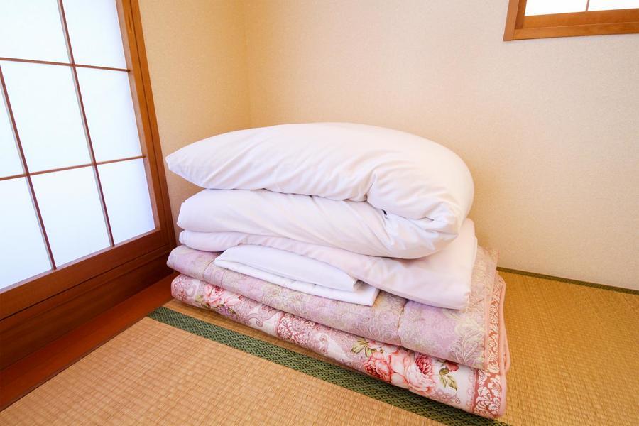和室にはお布団をご用意。寝るときはお布団派の方もご満足いただけます