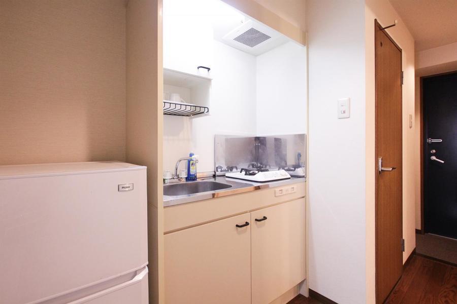 キッチンはシンプルな一口タイプのガスコンロです