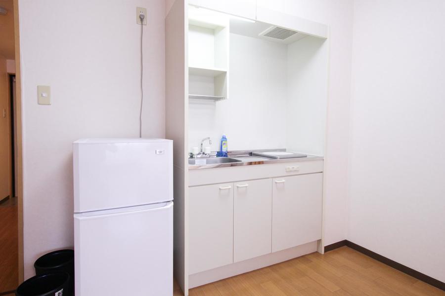 お部屋に面したキッチンはコンパクトで使いやすくまとめられています