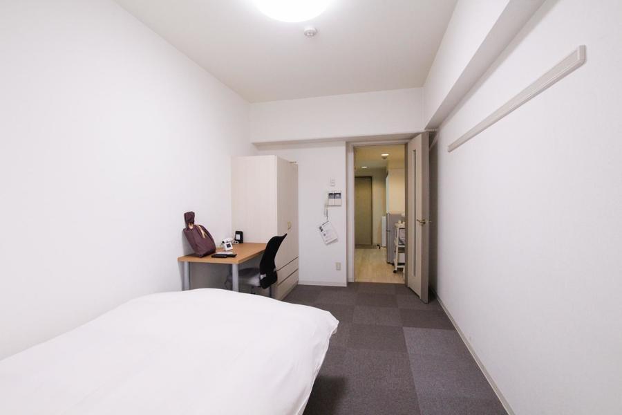 広々くつろげるお部屋。足がひんやりしないカーペット敷きタイプです