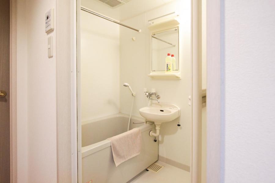 リラックスできるバスルームは嬉しい浴室乾燥機能つき