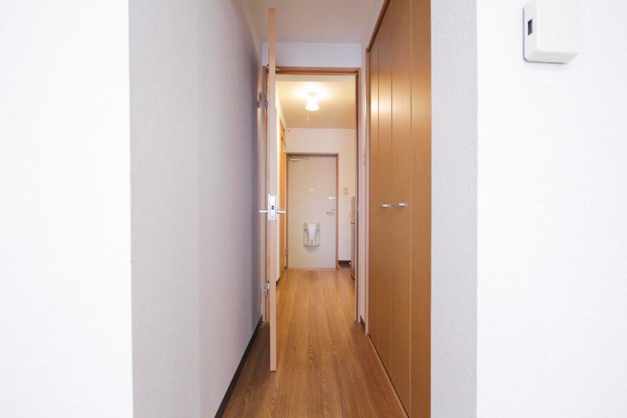 部屋の入口には大きなクローゼットを完備。たくさんの荷物も安心です
