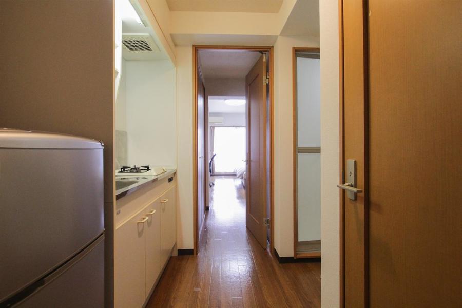 お部屋と廊下の間は段差がなくフラット。暗い中でも足元安心です