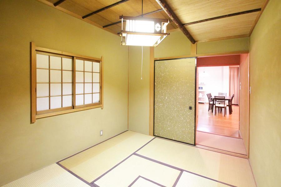 和室の隣には趣ある茶室。中々見ることのできない贅沢な空間です