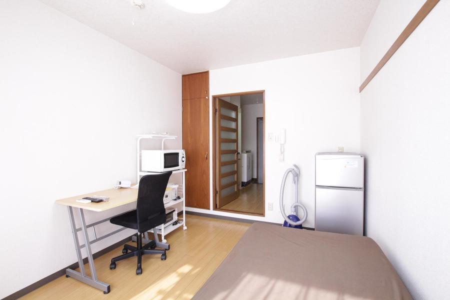 明るく清潔感のあるお部屋は実際より広々と感じられます。