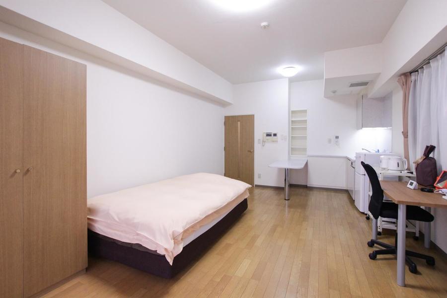 特筆すべきは圧倒的な広さ。15畳のお部屋は天井も高く開放感たっぷり!