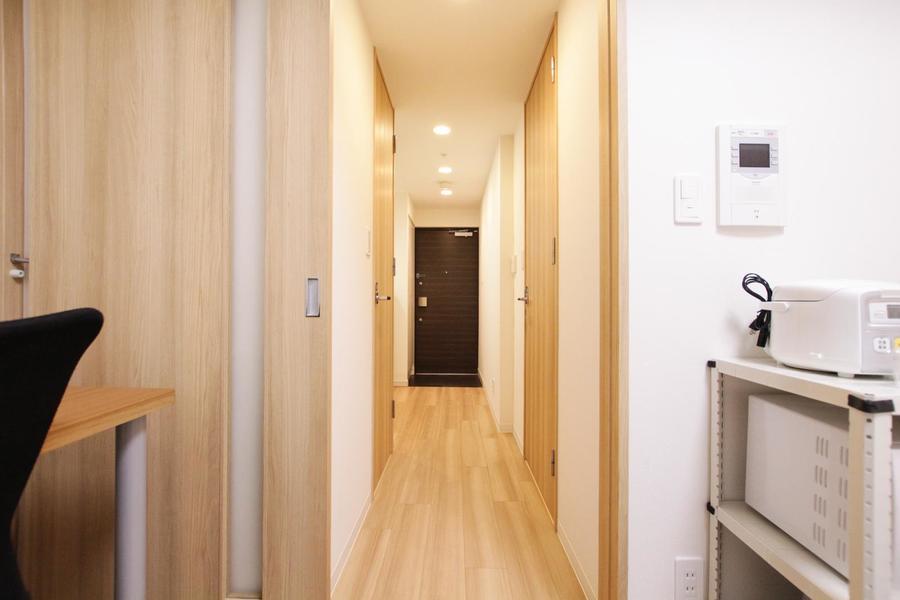 お部屋と同じくあたたかみのある木目で統一されています