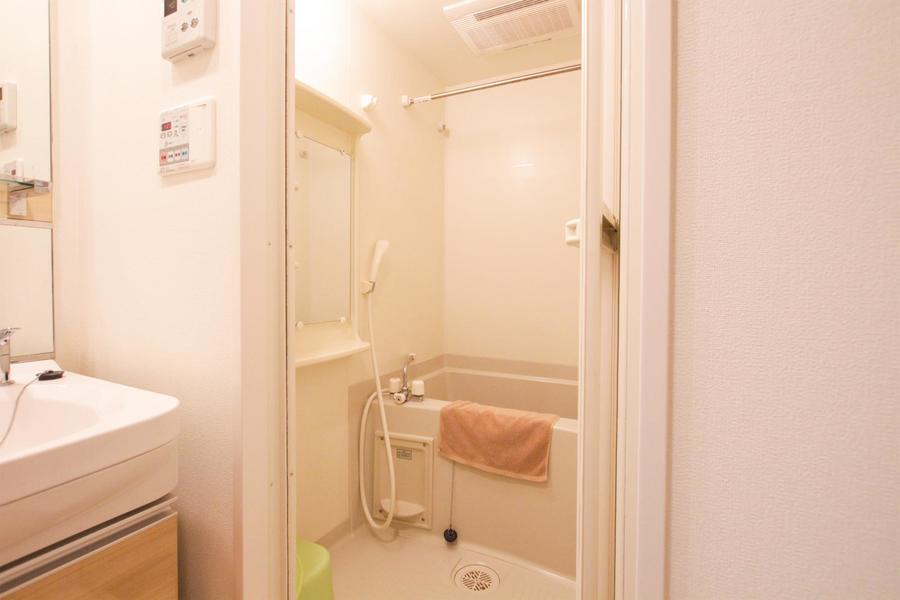 バスルームはあると嬉しい浴室乾燥機能を搭載
