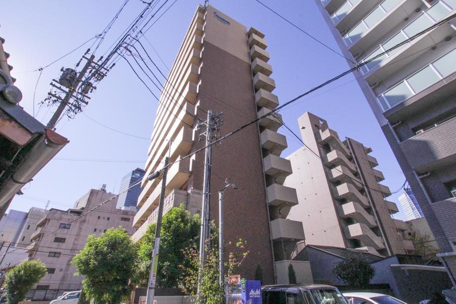 1階はエントランスなどの共用部になっており、住居は2階から上にあります。